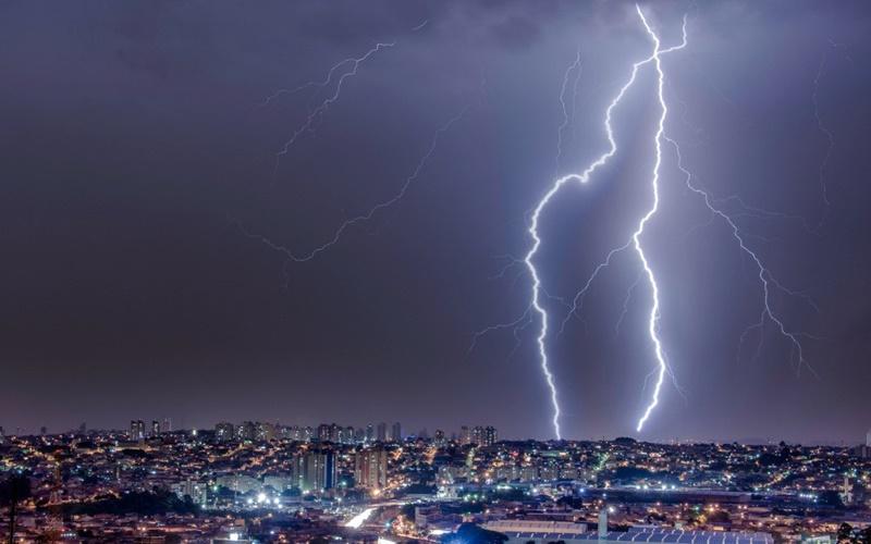 A incidência de raios (descargas atmosféricas) no país. Como proteger sua casa e eletrodomésticos